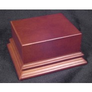 Varnished wooden base with pedestal (100x55mm)